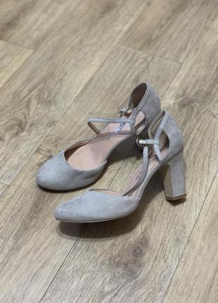 Стильные туфли закрытые босоножки
