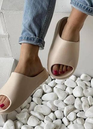 Шлепки шлепанцы сланцы слайды бежевые в стиле adidas yeezy slide 35-41