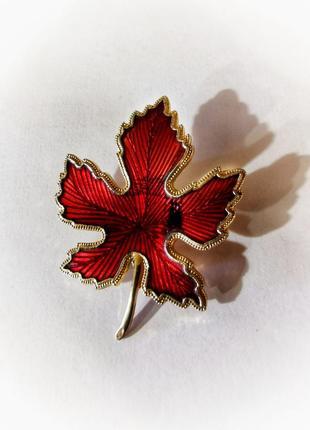 Винтажная брошь кленовый лист листик эмаль эмалевая винтаж