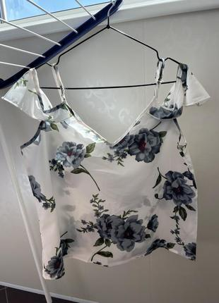 Женская шелковая блузка на брителях с воланами