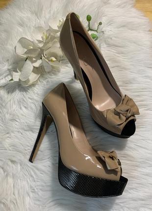 Туфли на шпильке, нарядные туфли, лаковые туфли