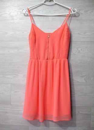 Яркое оранжево-розовое платье bershka шифоновое