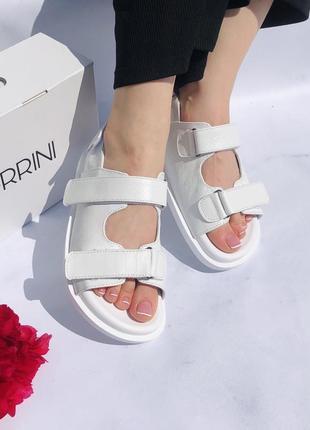 Кожаные сандали белый питон