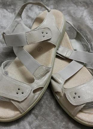 Босоножки,сандали фирменные жен.41-42р.padders.clarks англии
