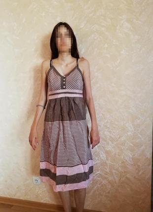 Розово-серое легкое платье в полоску