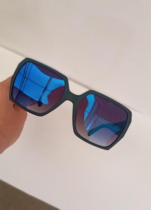 Стильные прямоугольные очки в матовой оправе синие зеркальные очки atmosfera polarized