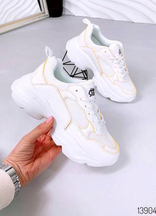 Белые женские кроссовки с сеточкой