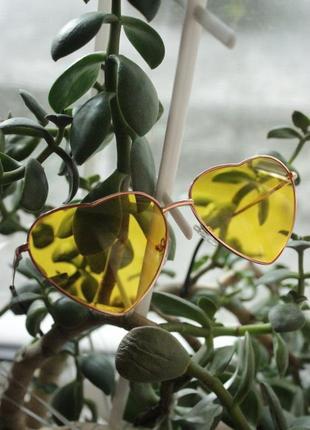 Очки сердечки солнцезащитные желтые в форме сердца