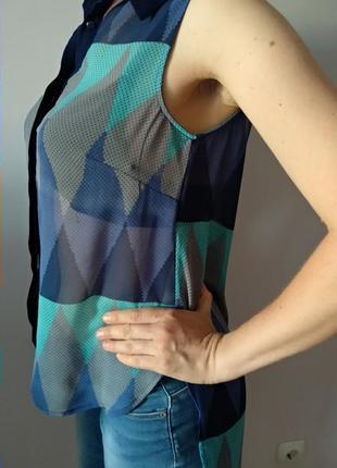 Цікаво подовжена з-заду блуза розмір m