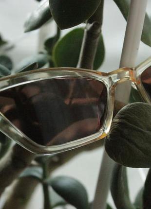 Стильные солнцезащитные очки кошечки