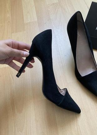 Нарядные туфли на высоком каблуке next