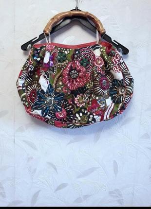 Эксклюзивная яркая сумка из текстиля, расшитая камнями, бисером, пайетками с деревянными ручками
