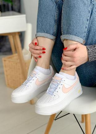 Nike air force  sage white coral женские рефлективные светящиеся белые пастельные коралловые кроссовки найк жіночі білі коралові кросівки