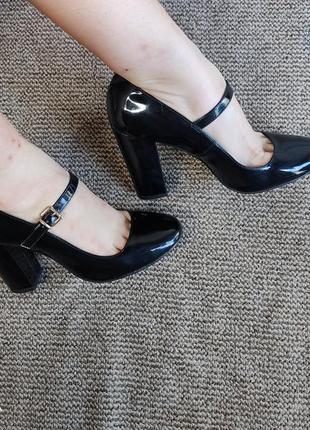 Туфлі макасини босоніжки шльопанці тапки