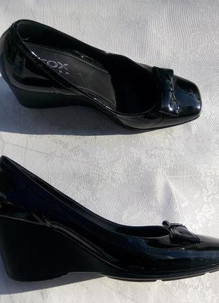 Стильные кожаные лаковые туфли geox respira р.39,5