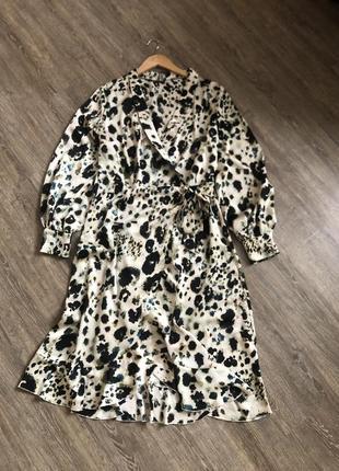 Шикарна сукня з рукавчиками буфами