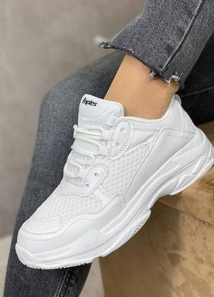 Белоснежные кроссовки. польша