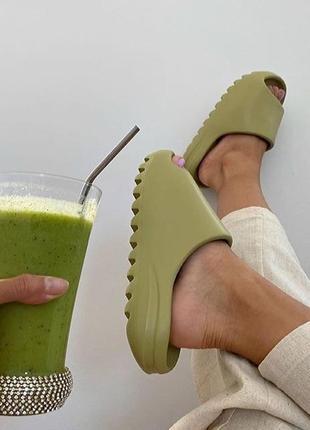 Шлепки шлепанцы сланцы слайды в стиле adidas yeezy slide оливковые 35-41