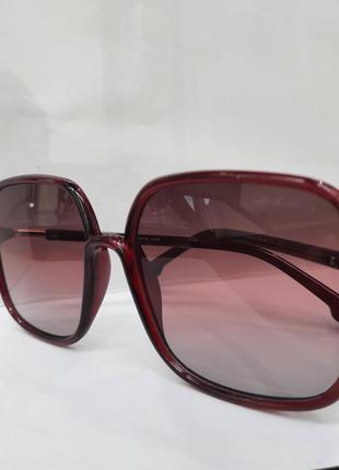 Квадратные женские очки ретро формы.