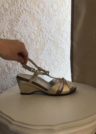 Ортопедическая обувь из франции босоножки