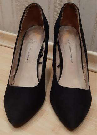 Классные  замшевые туфли 39 размер