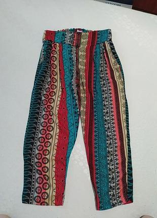 Легкие яркие брюки