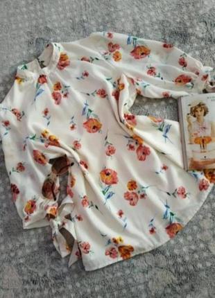 Блузка в гарний квітковий принт