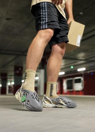 Мужские кроссовки adidas yeezy foam rnnr sand.