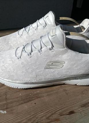 Легкие, комфортные кроссовки skechers 42-43