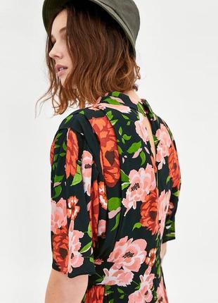 Новая блузка с цветочним принтом