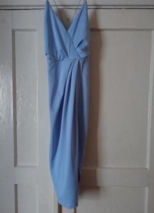 Платье с разрезом спереди