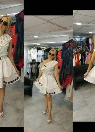 Шикарное платье, люкс качество,воланы, размер л.