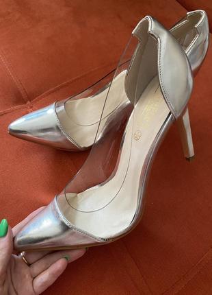Нарядные туфли на каблуке