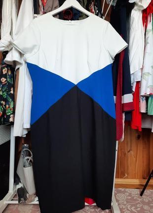 Большое платье колор блок черно белое marks&spencer по фигуре