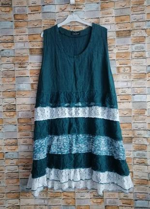 Льняное платье в стиле бохо изумрудного цвета