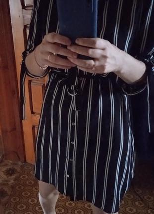 Легкое платье в полоску с поясом
