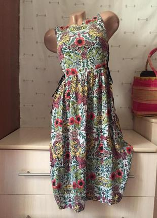 Сарафан в цветочки со вставками миди цветочный принт / платье