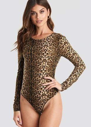 Шикарный леопардовый боди с открытой спиной na-kd