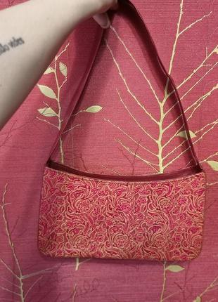 Очень красивая красная сумочка