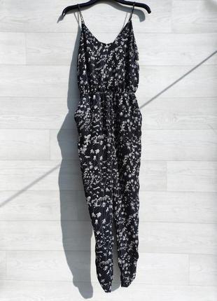 Чёрный шифоновый брючный комбинезон h&m с ромашками цветочный принт