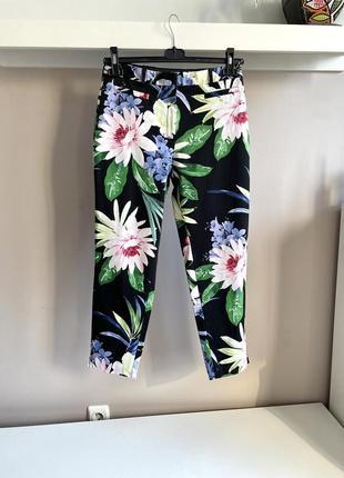 Натуральные зауженные брюки с цветочным принтом