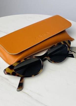 Zara сонцезахисні окуляри лисички