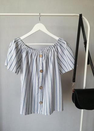 Блузка с деревянными пуговицами на плечи