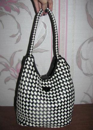 Шикарная сумка prada черная с белым с кошельком