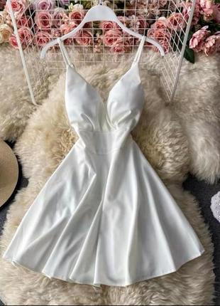 Легкое женственное платье тонкие бретели, вырез декольте с чашечками