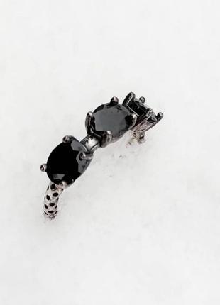 Кольцо с черными вставками. 925 пробы