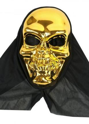 Маска череп золотистый в черном капюшоне