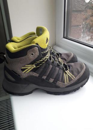 Демисезонные ботинки adidas для мальчика