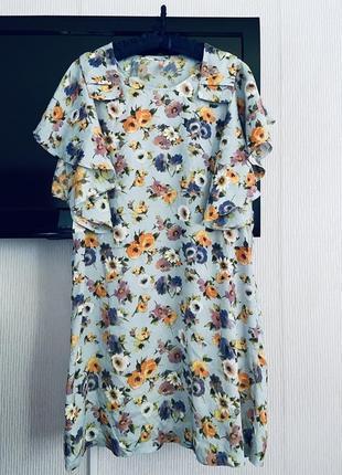 Красивое платье с воланами на рукавах под шелк