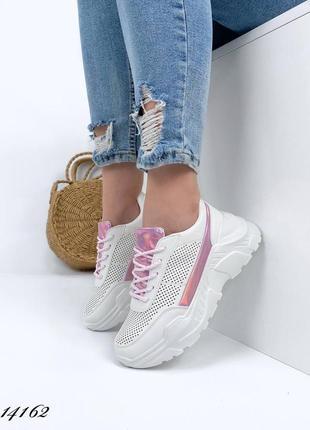 Женские кроссовки белые с перфорацией